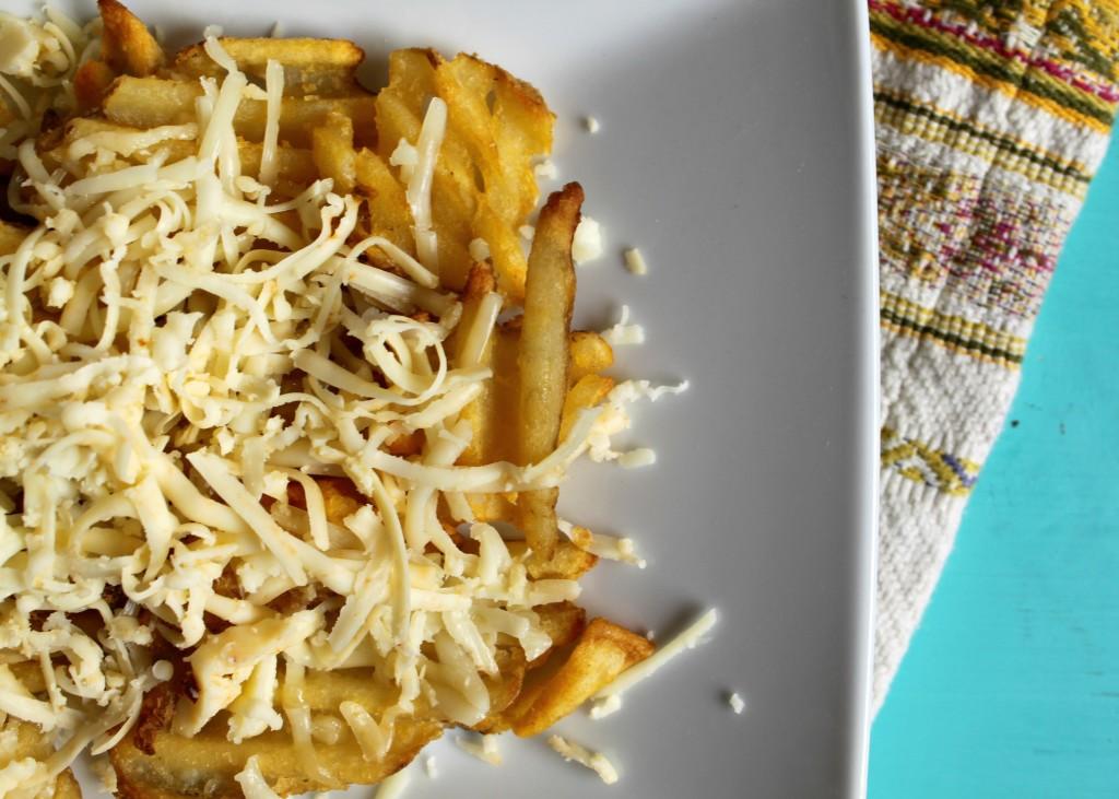 Jewhungry kosher food blog veggie cheese fries